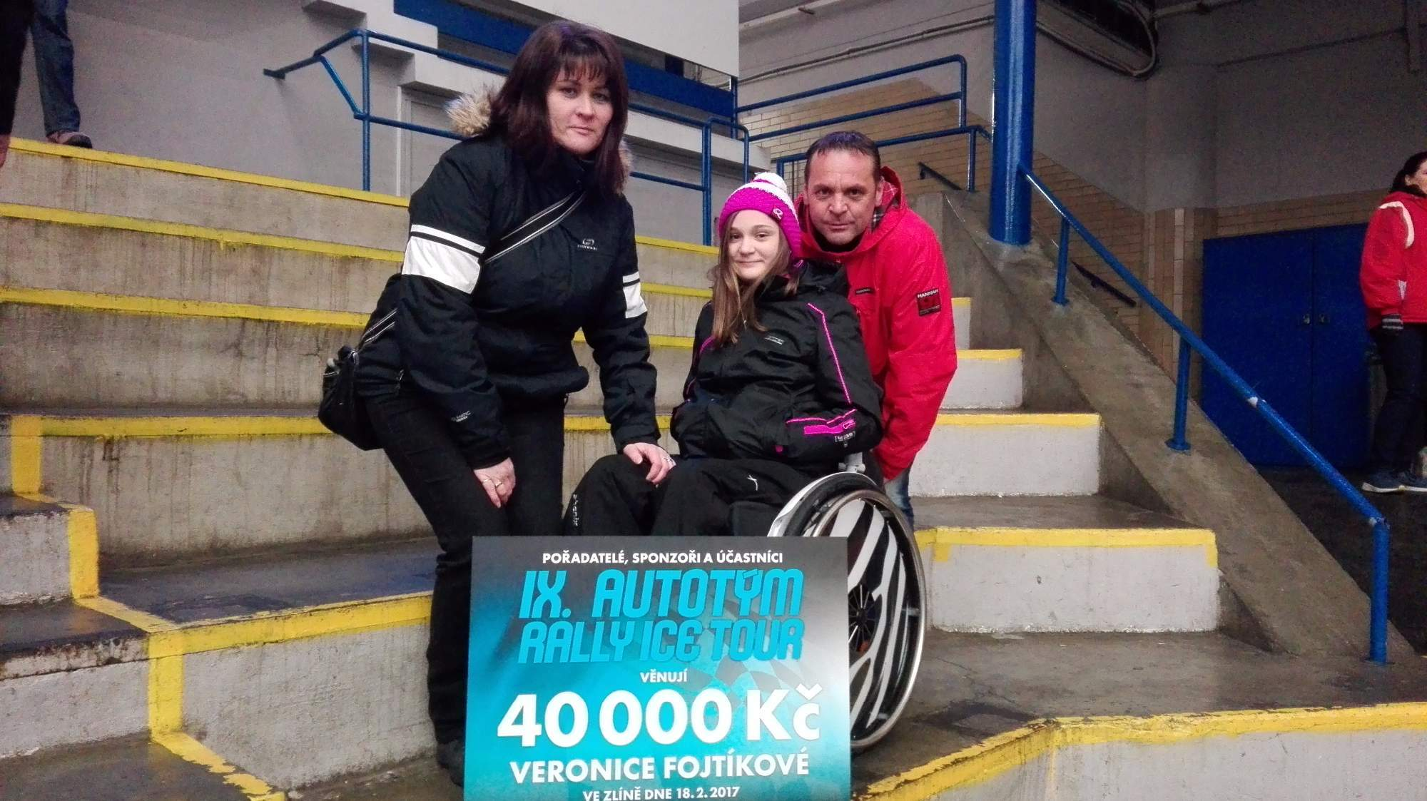 Verunka s rodiči na benefičním hokejovém utkání ve Zlíně