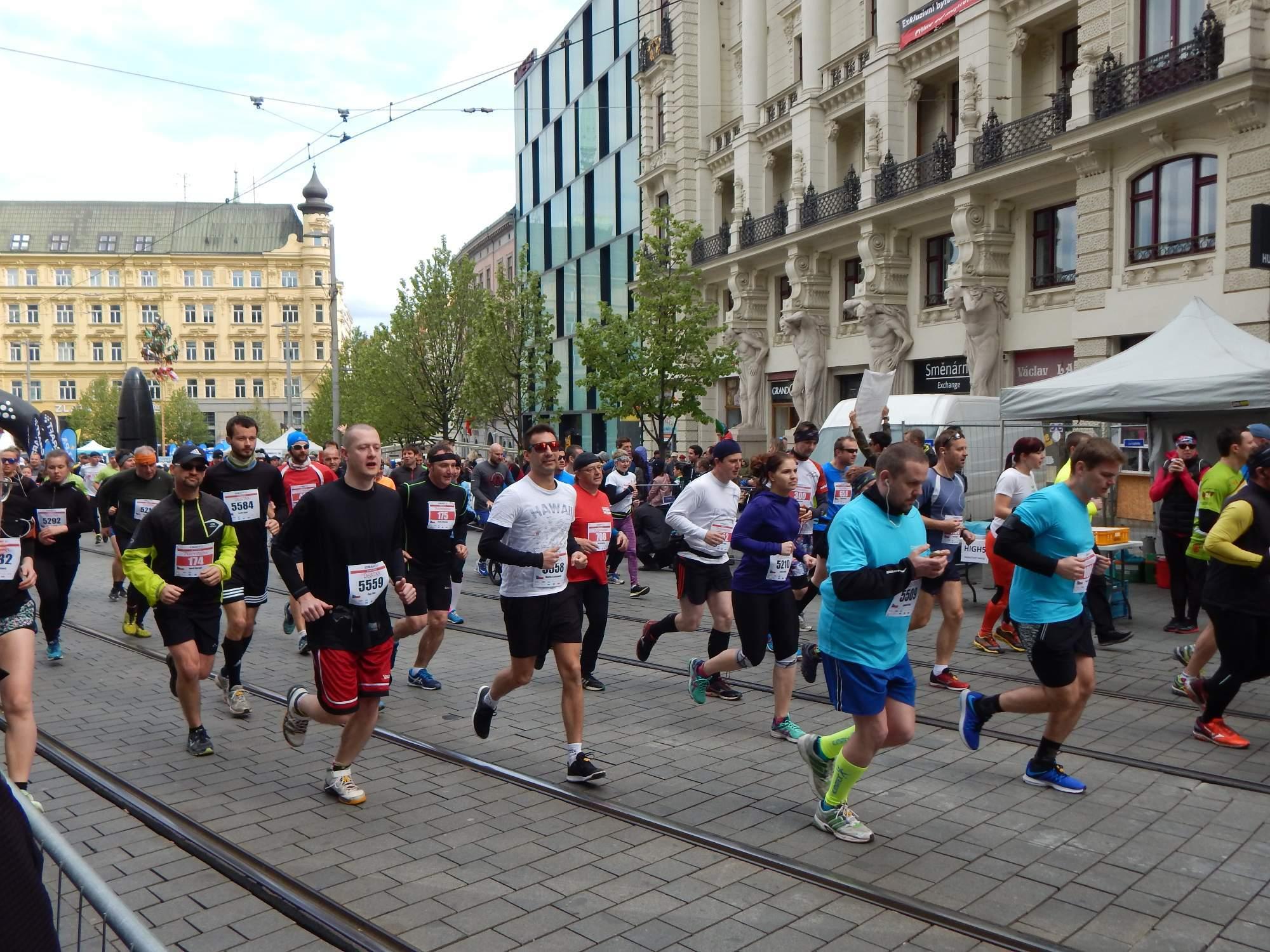 Běžci na trať vyrazili přesně v jedenáct hodin Foto: Adam Lukůvka