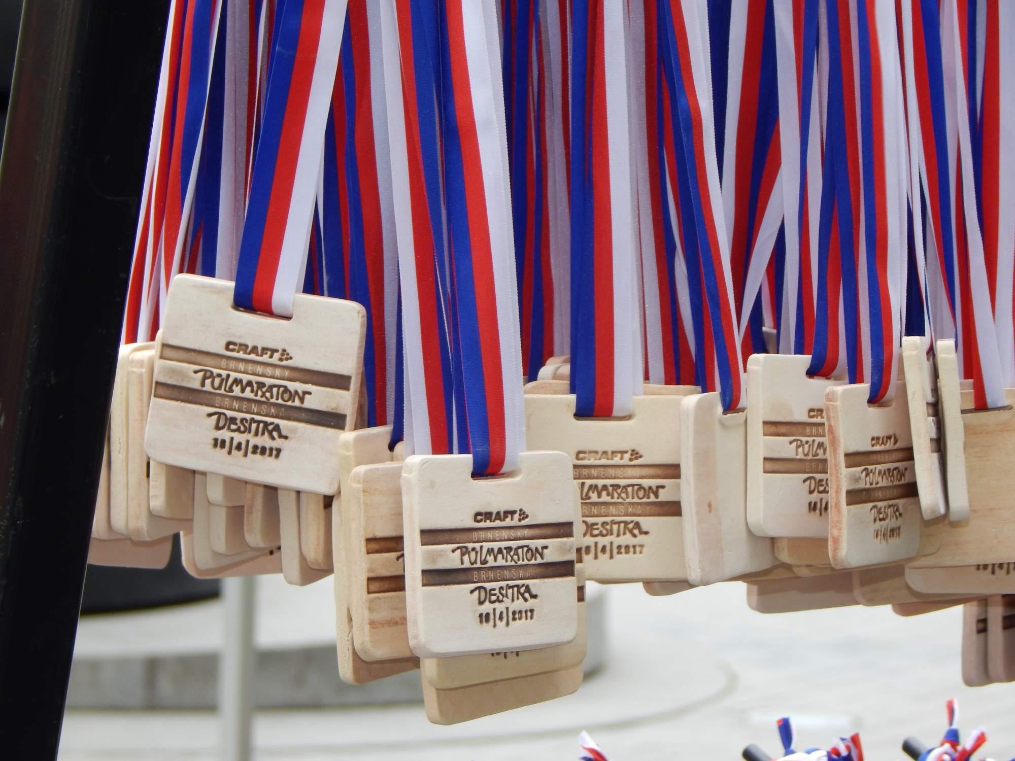 V cíli běžci dostali pamětní medaili Foto: Adam Lukůvka