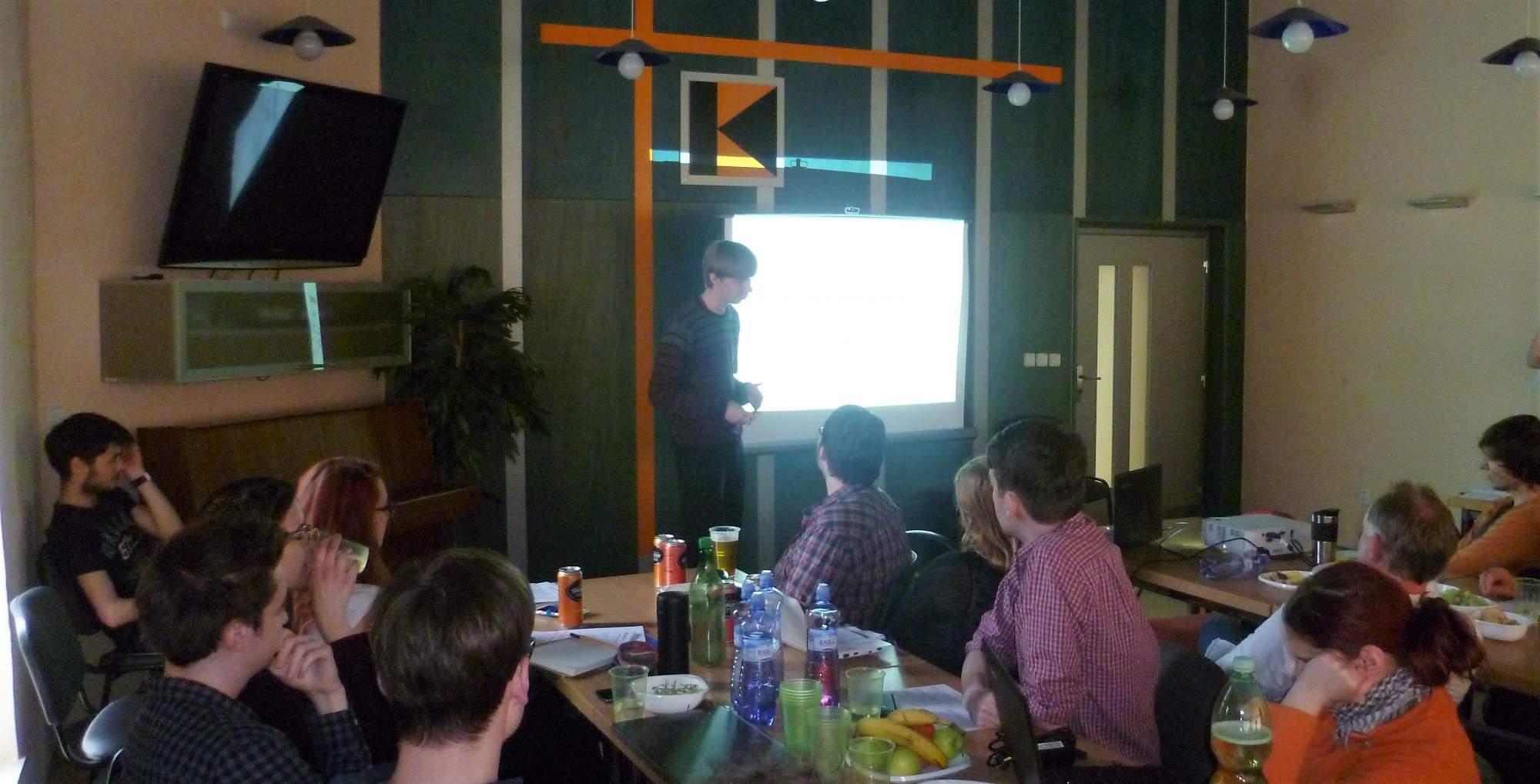 Jaroslav Cibulka představil na konferenci svůj středoškolský výzkum Foto: Adam Lukůvka