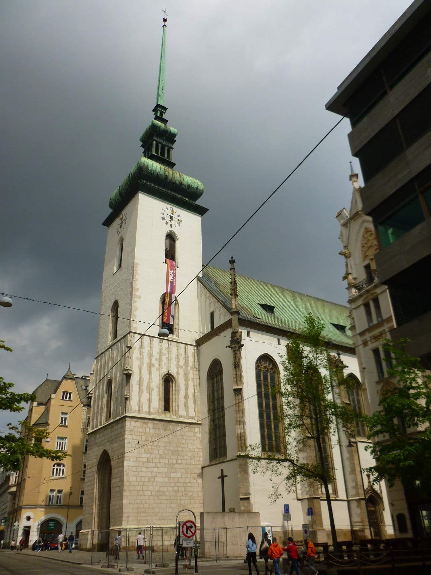 K další zastávce patřil kostel svatého Jakuba, který byl v šestnáctém století postaven pro německé věřící ve stylu pozdní gotiky. Foto: Kristýna Hortvíková