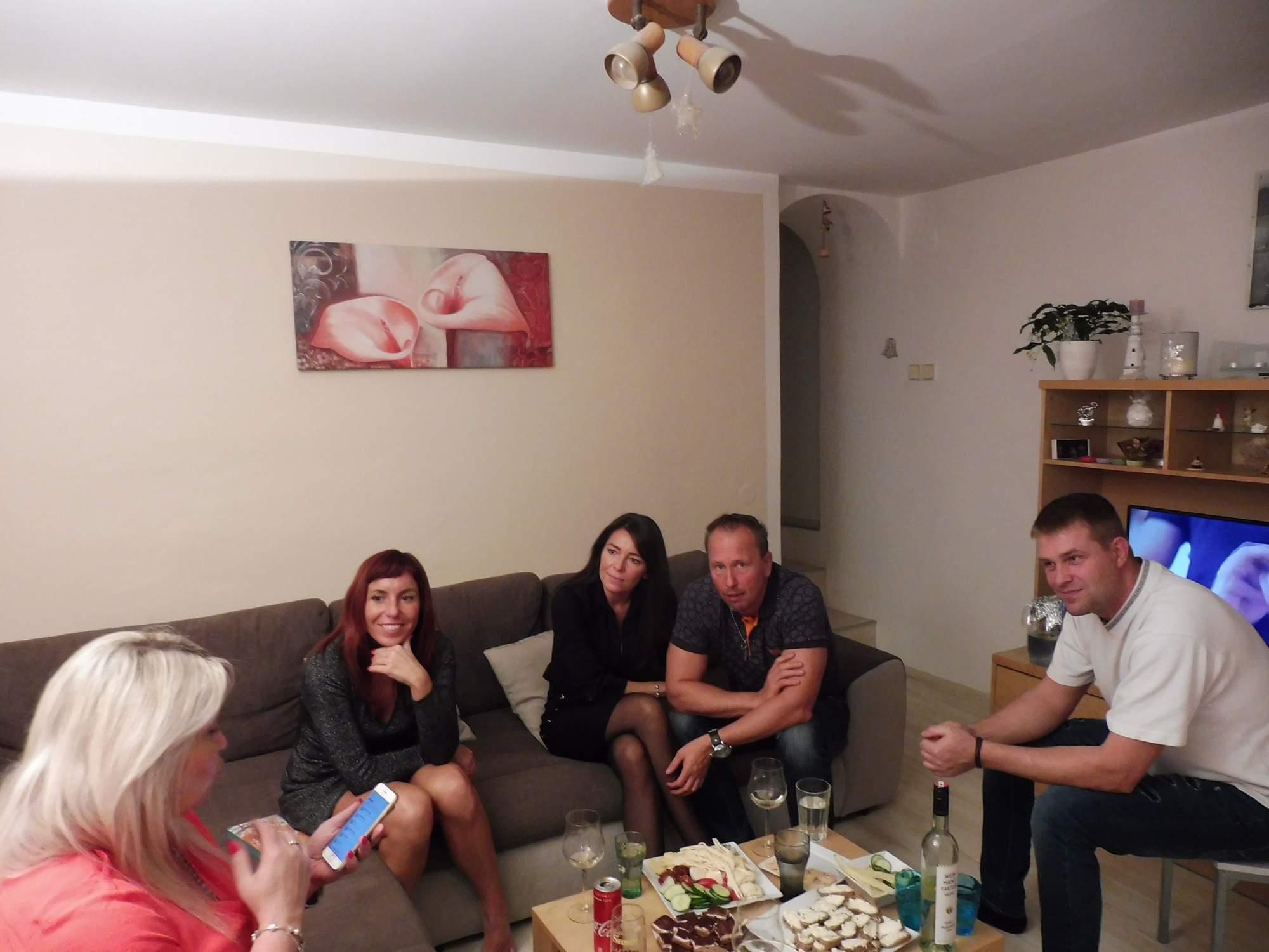 http://img25.rajce.idnes.cz/d2501/14/14634/14634235_b00598d2425854f4d08a31e2093f7272/images/Jana_43_let_,s_prateli_089.jpg