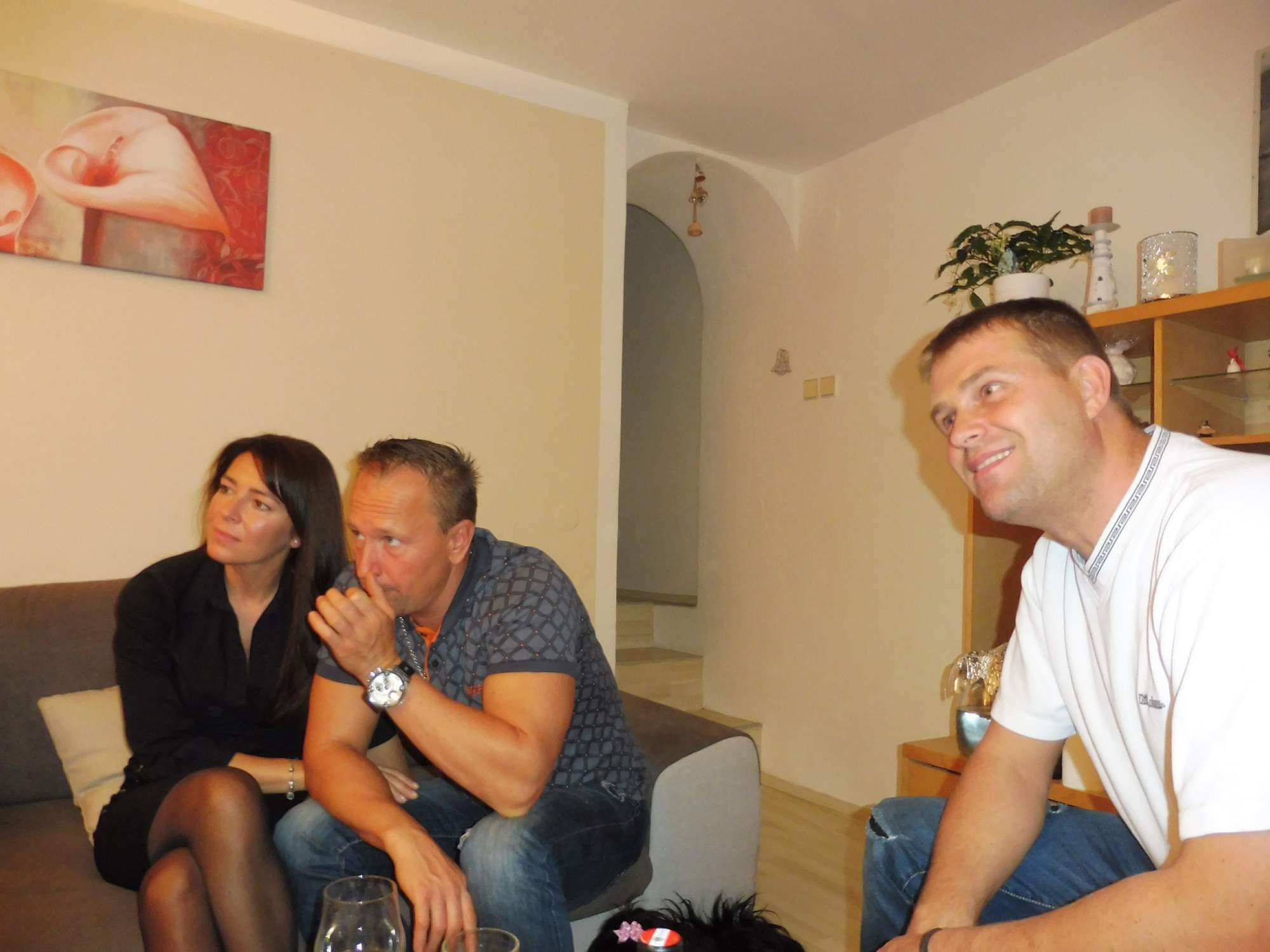 http://img25.rajce.idnes.cz/d2501/14/14634/14634235_b00598d2425854f4d08a31e2093f7272/images/Jana_43_let_,s_prateli_096.jpg