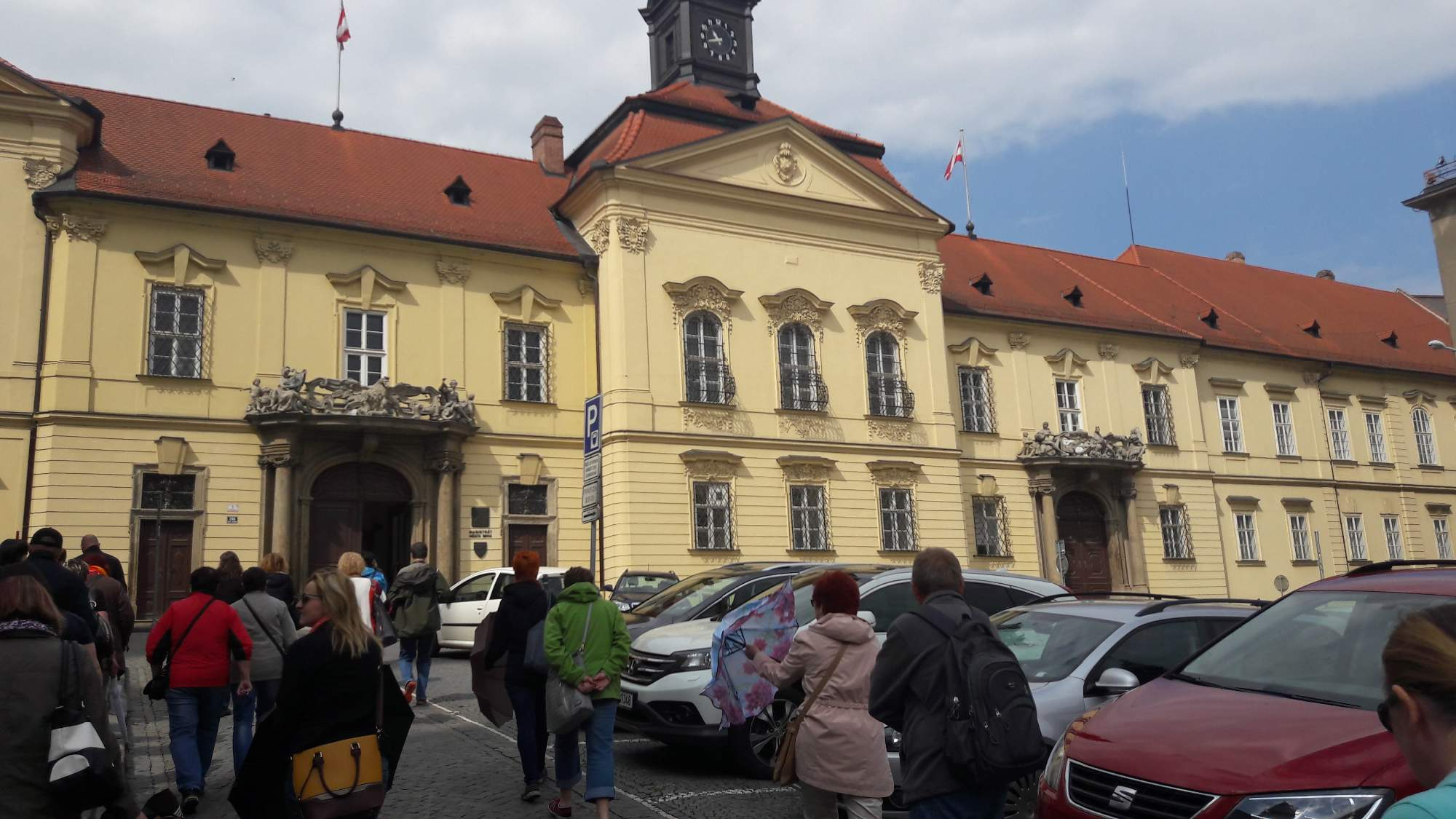 Nová radnice se proslavila svými orlími balkónky, odkud promlouvaly známé historické osobnosti. FOTO: Tereza Hálová