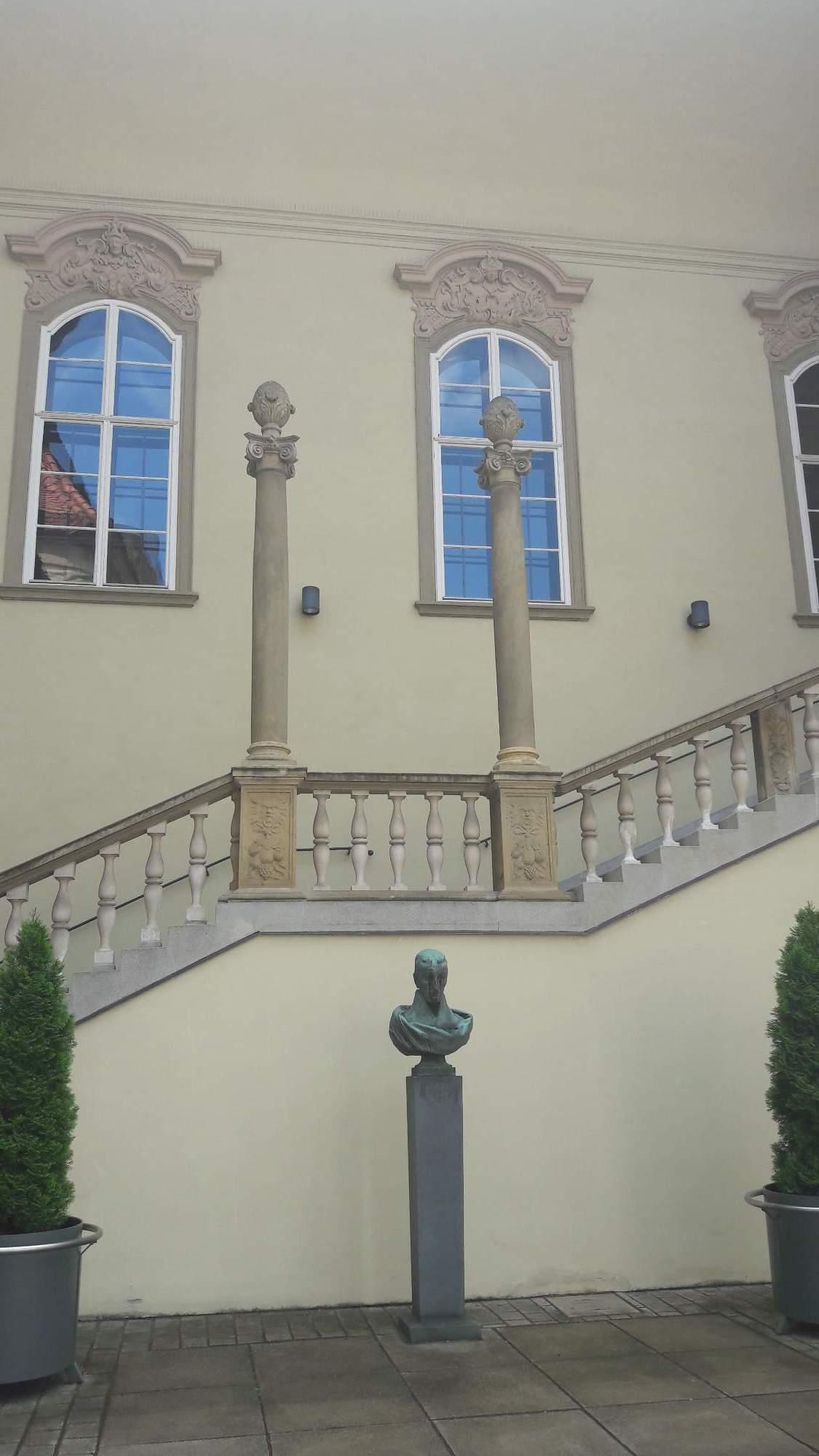 Šalamounovy sloupy na renesančním schodišti do sálu dnešní Nové radnice. FOTO: Tereza Hálová