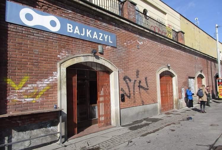 Prostory brněnského Bajkazylu brzy zaplní lidé, kteří chtějí ochutnat veganskou stravu. Foto: Dominika Sladká.