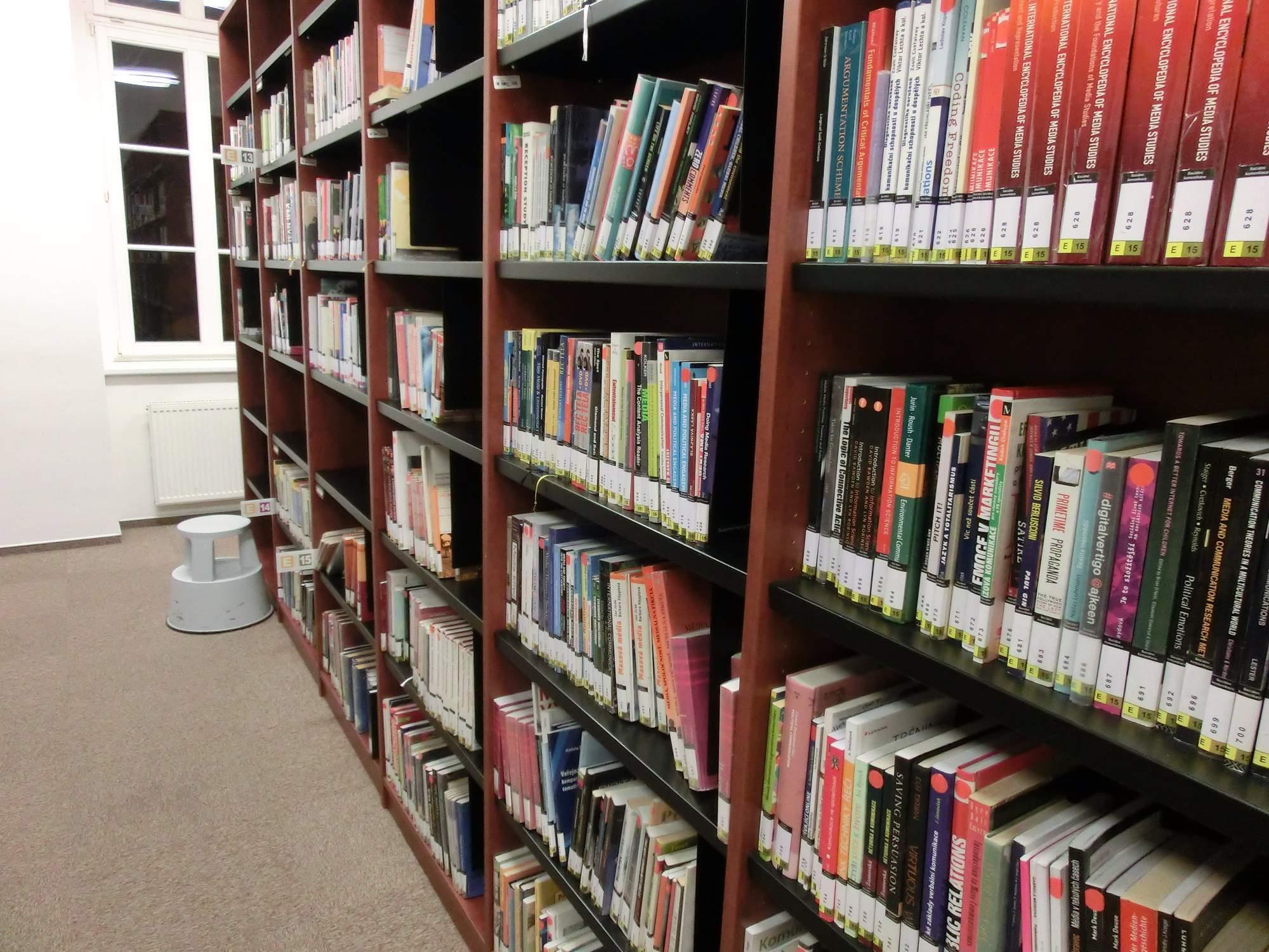 Většinu času tráví ke konci semestru studenti v knihovně. Foto: Sára Zedková