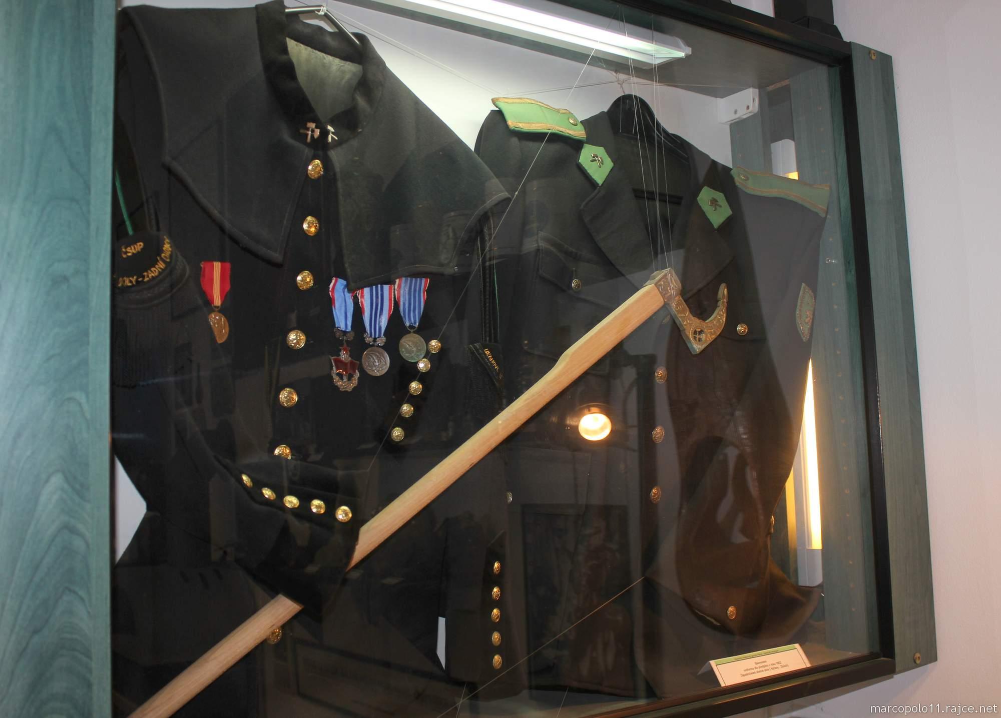 datování uniformy