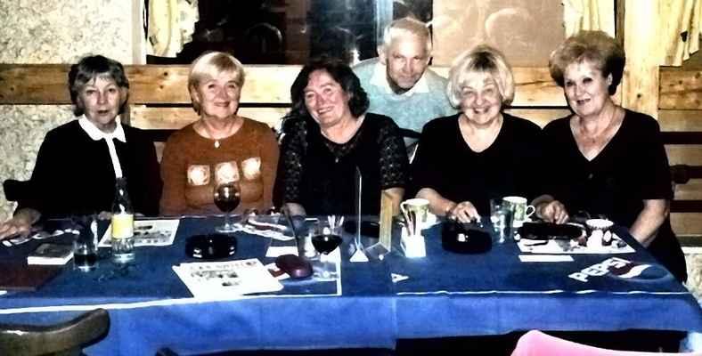 Plačková, Lazarová, Čimburová, Folták, Jarošová, Jakoubková - 9. 11. 2005 - hodnocení setkání po 45 letech