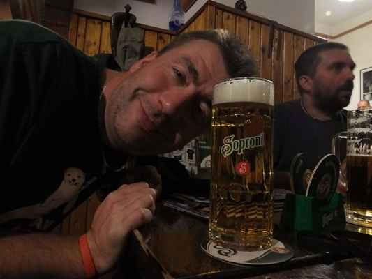 hned první den se nám podařilo najít skvělou pivnici s točeným pivem, což není v maďarsku tak lehké...