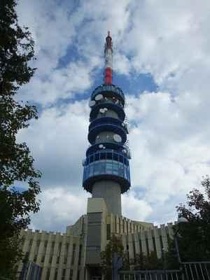 200 m vysoký vysílač na hoře kékes...