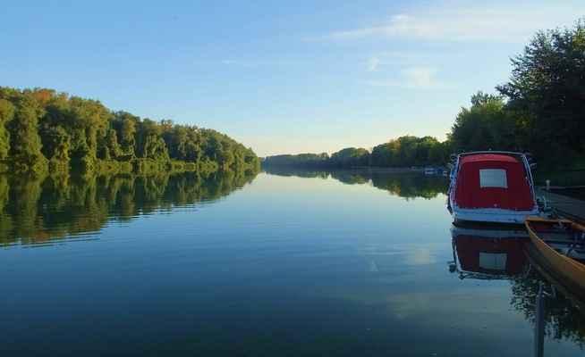 řeka tisa (tisza) zhruba 300 m před soutokem s bodrogem v městečku tokaj...