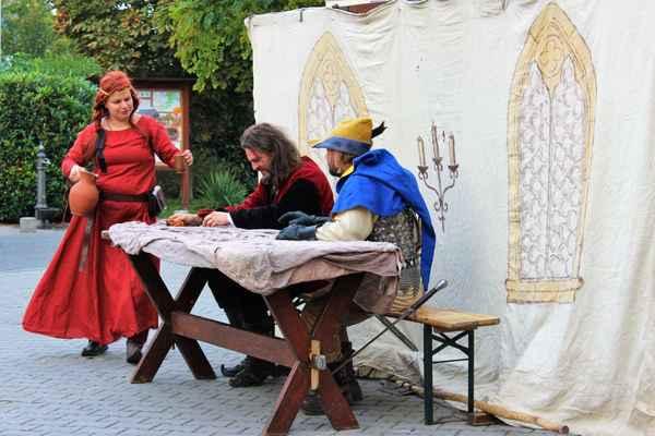 Vystoupení šermířské skupiny v krátké hře Krčma na konci cesty