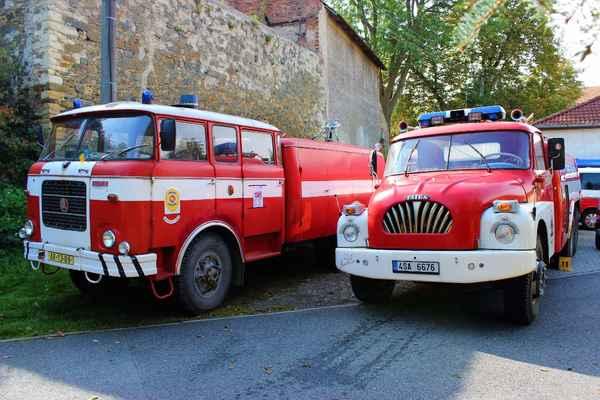 Ukázka hasičské techniky minulosti, ale sloužící i v současnosti.