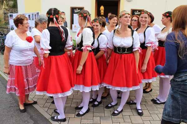 Děvčata se připravují na taneční vystoupení