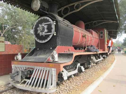Hvězdnou atrakcí zde je Pohádková královna, postavená v roce 1855 a považována za jeden z nejlépe zachovaných parních lokomotiv v její době. Jízda s radostí vlakem a mono železnice (PSMT) je nejvíce vzrušující zážitek kromě plavby lodí. Nenechte si ujít hezký parní stroj na cestování.