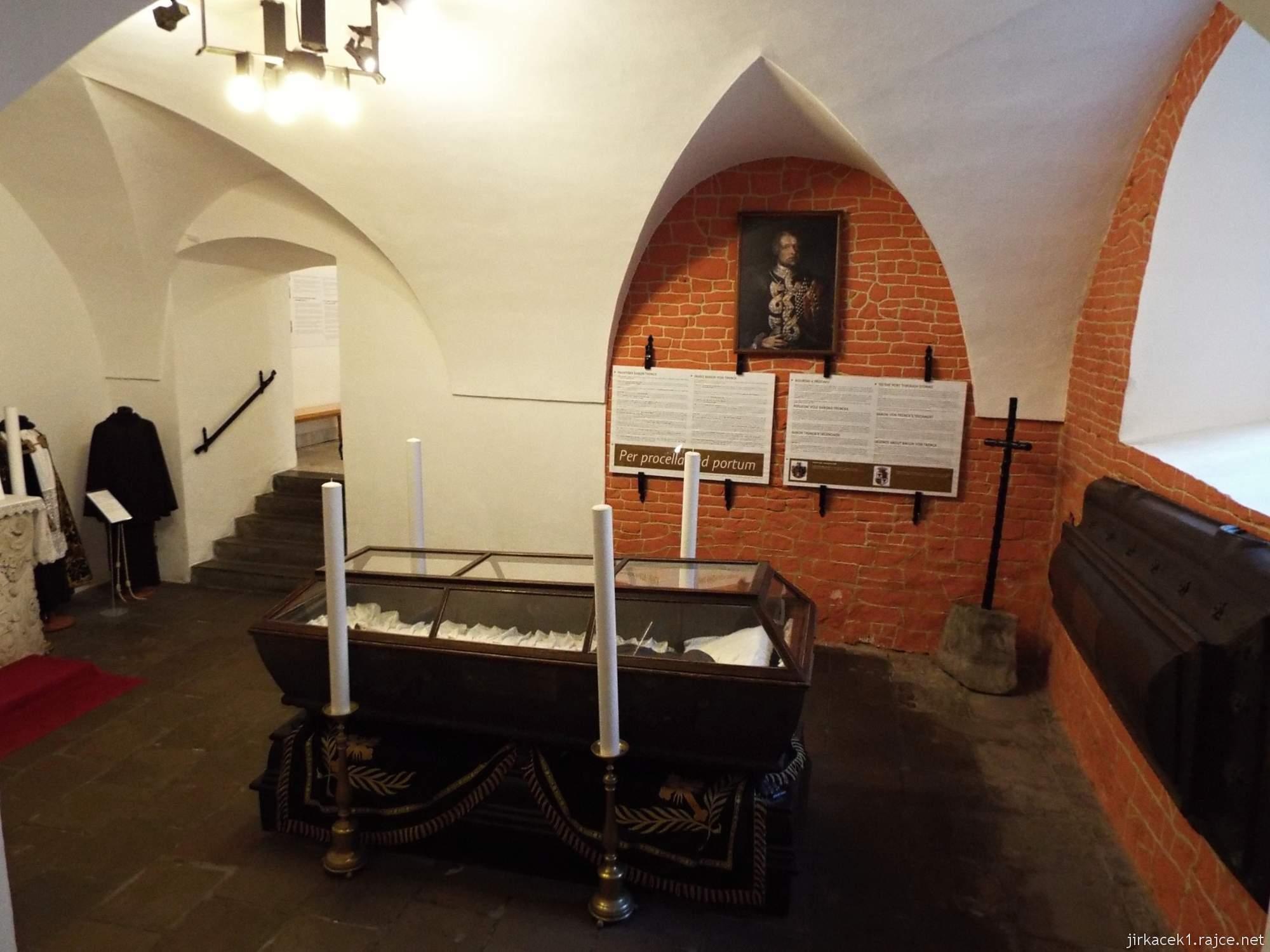 Brno - Kostel Nalezení sv. Kříže a kapucínská hrobka - rakev Barona Trencka