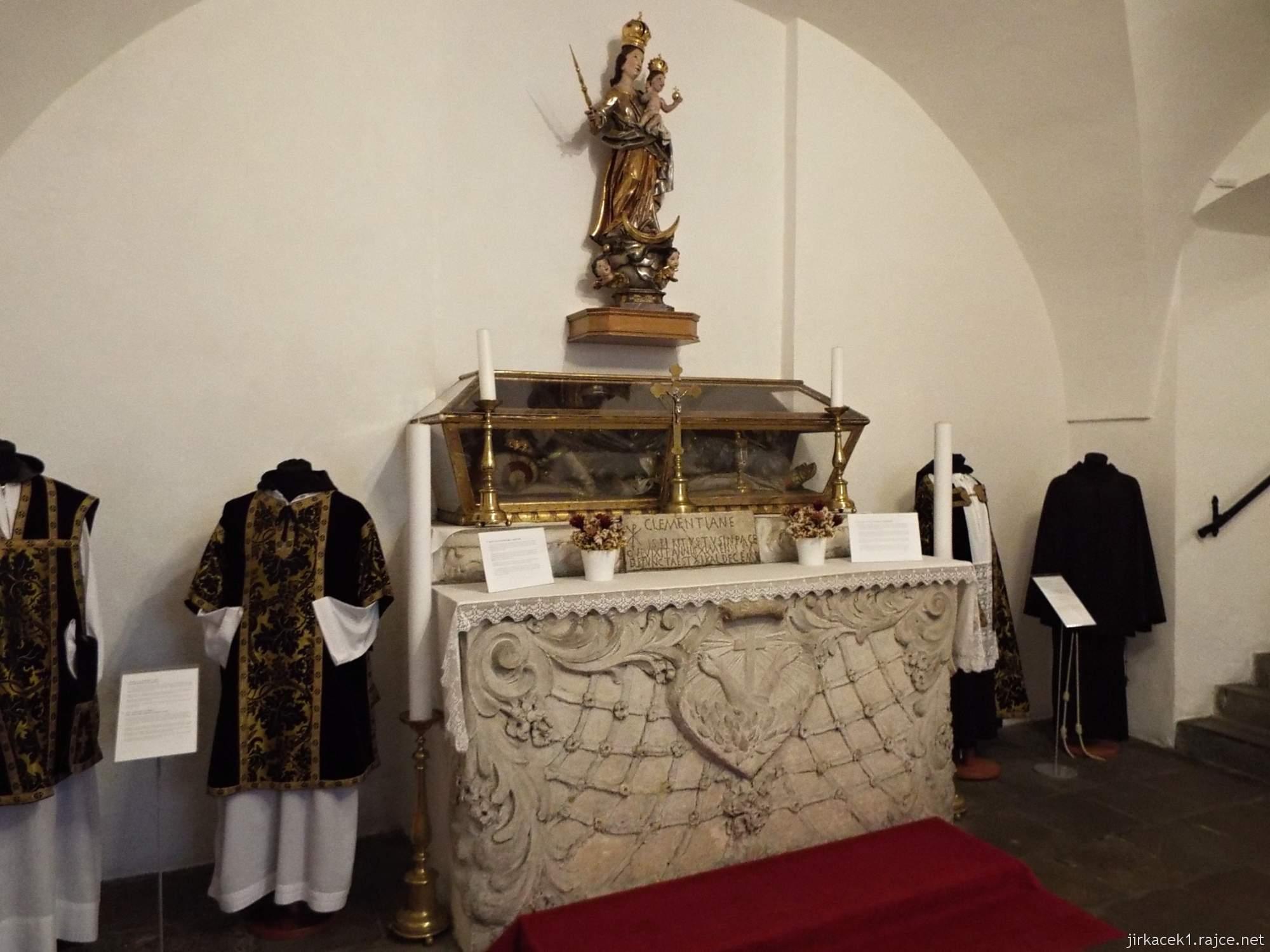 Brno - Kostel Nalezení sv. Kříže a kapucínská hrobka -  ostatky sv. Klemenciány