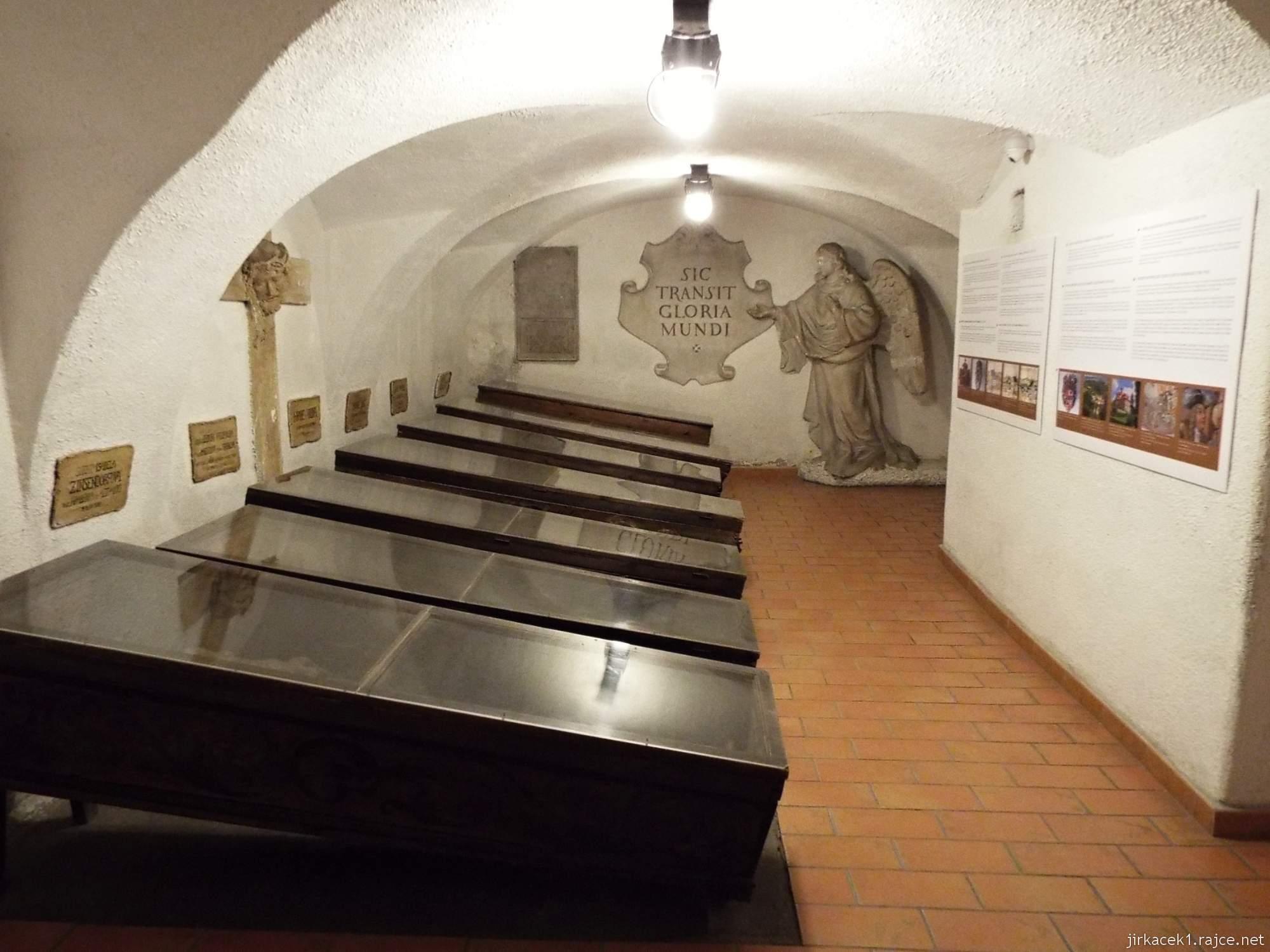 Brno - Kostel Nalezení sv. Kříže a kapucínská hrobka - hrobka dobrodinců z řad šlechty