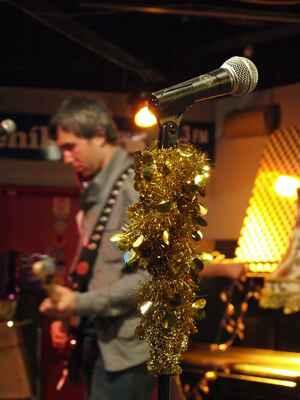 Připravený mikrofon pro zpěvačku - photo by © Michal Hanisch, 2009