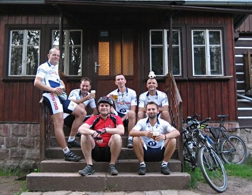20090819_pivnifond-112-024 - společné foto po dojezdu na chatu