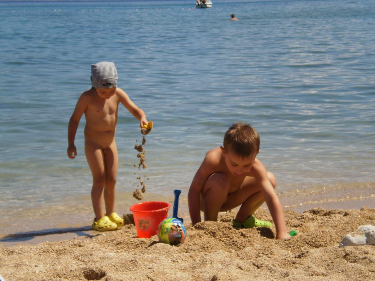 40 girls and 1 lucky guy 1