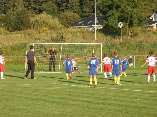 P9166266 - Úspěšná penalta hostí - a je to 1:3