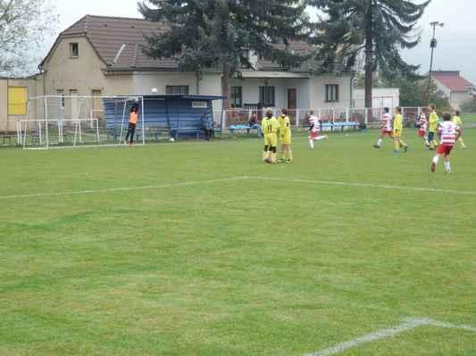 PA202486 - Krásný trestňák Dana Kobranova míří do vinglu, ale brankář vytlačil míč na roh