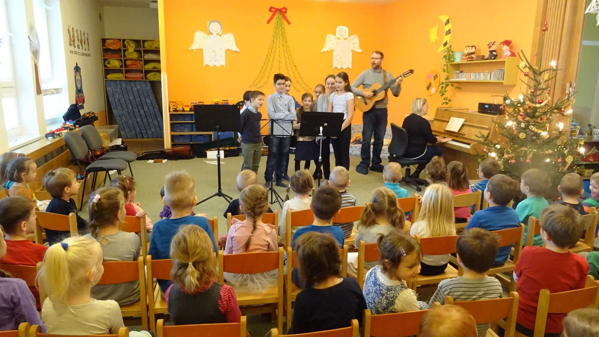 2c72a4947b5 Vánoční koncert ZUŠ Valašské Klobouky – MŠ Štítná nad Vláří – album ...