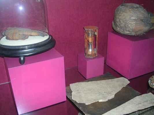 V Těšínském muzeu (bývalý Larischův palác) mají vypreparovanou lidskou ruku a pergamen z lidské kůže - pozůstatek řádění Turků.