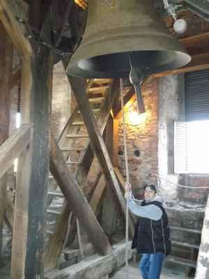 V kostelní věži při bimbání. Kostel Povýšení svatého kříže, Karviná - Fryštát.