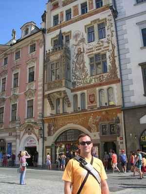 Štorchův dům je dům na Staroměstském náměstí (č. 16) v Praze mezi Sixtovým domem a domem U Kamenného beránka. Někdy je nazýván také jako U Kamenného obrazu Panny Marie, U Kamenné Panny Marie, U Černých vrat, U Černých dveří nebo Maršálkovský dům podle staršího domu, který stál na jeho místě a byl zbořen v roce 1896. Dům je chráněn jako kulturní památka České republiky. Štorchův dům byl postaven v letech 1896–1897 pro nakladatele Alexandra Štorcha podle návrhu architekta Friedricha Ohmanna ve stylu vladislavské gotiky. Fresky zhotovil malíř Ladislav Novák podle návrhů Mikoláše Alše (Aleš svá díla na domech neprováděl sám, protože na lešení trpěl závratí). Je na nich vyobrazen Jan Amos Komenský, píšící mnich, svatý Václav na koni, světec v plášti, znak Českého království, znak hlavního města Prahy, čáp jakožto Štorchův emblém a další. Nad vchodem se nachází socha Madony, kolem okna na arkýři byly umístěny sochy evangelistů.