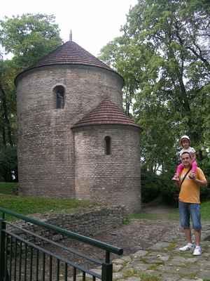 Románská rotunda Sv. Mikuláše v Cieszyne. Rotunda pochází z 11. stol. Byla první zděnou sakrální stavbou v Těšínském Slezsku a je jednou z nejstarších a nejcennějších románských památek v Polsku.
