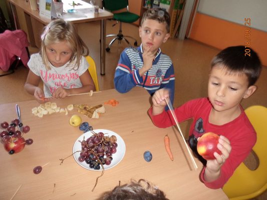 Ovocné tvoření v družině