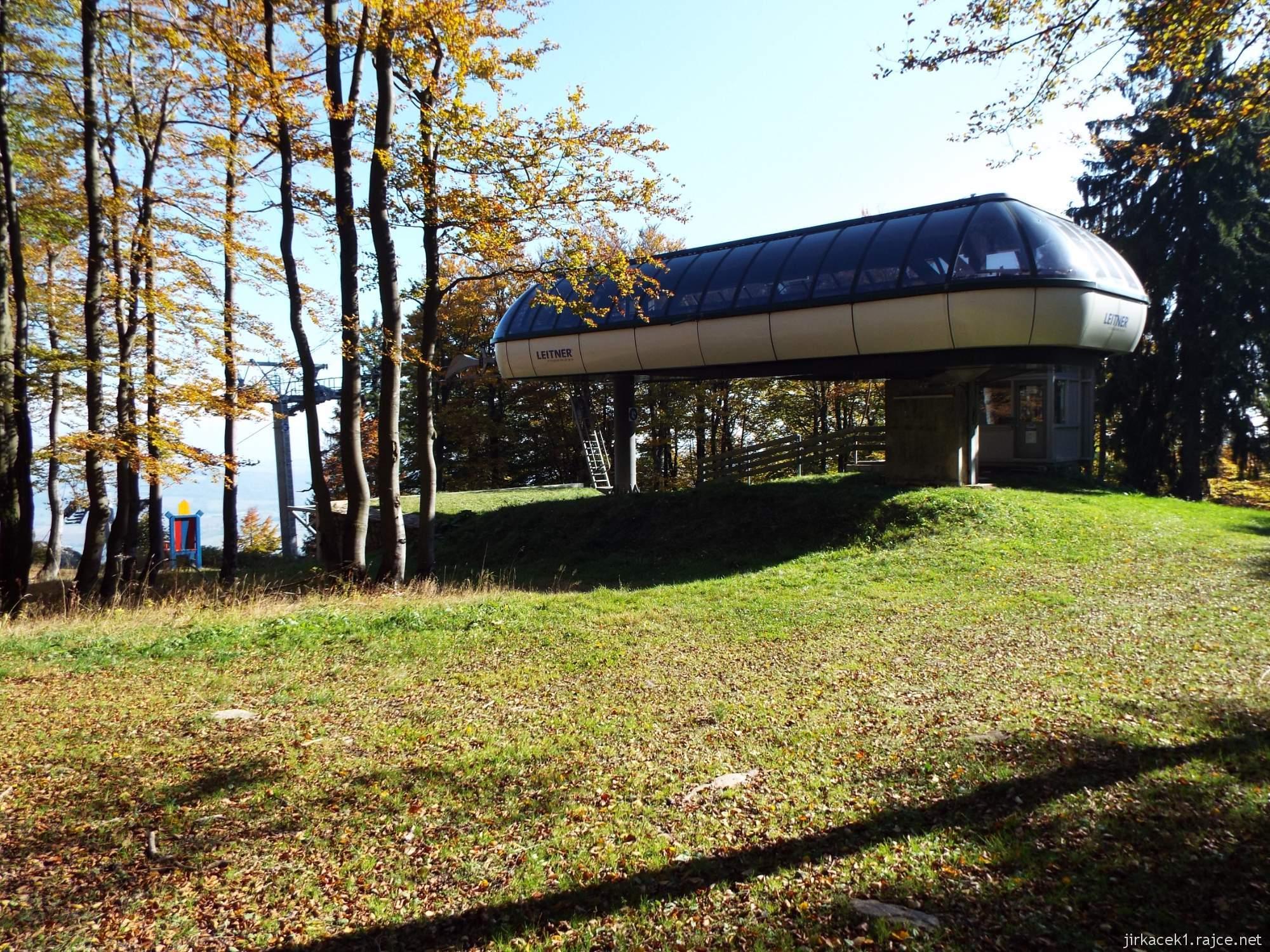 Buková hora - horní stanice lanové dráhy Leitner ski areálu Červená Voda