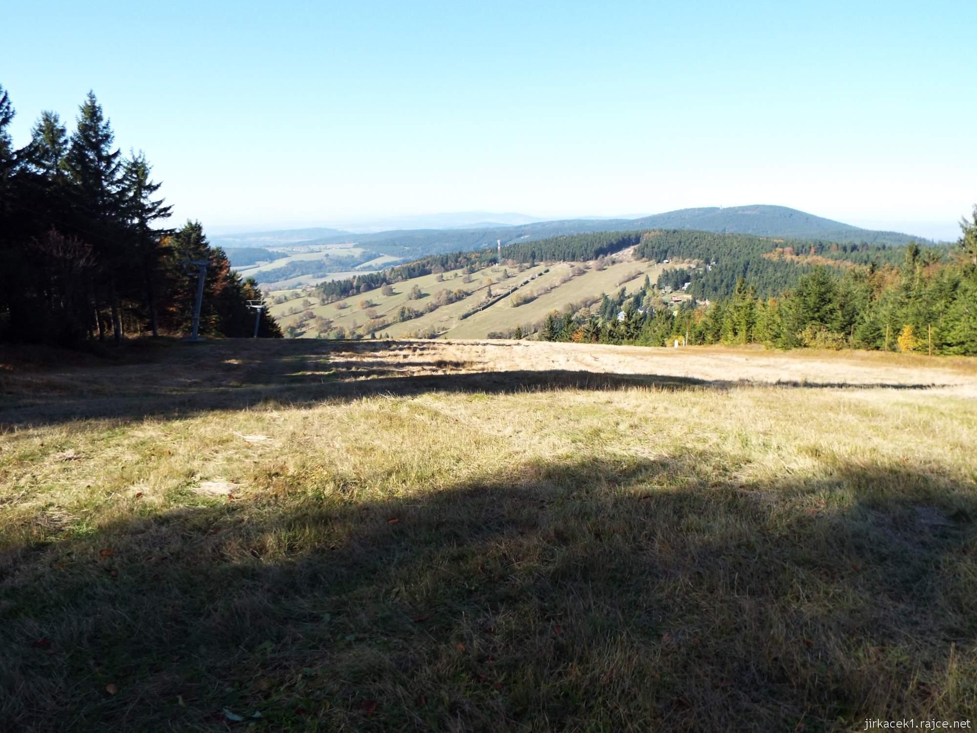 Čenkovice - horní část sjezdovky Svitavská a výhled do kraje