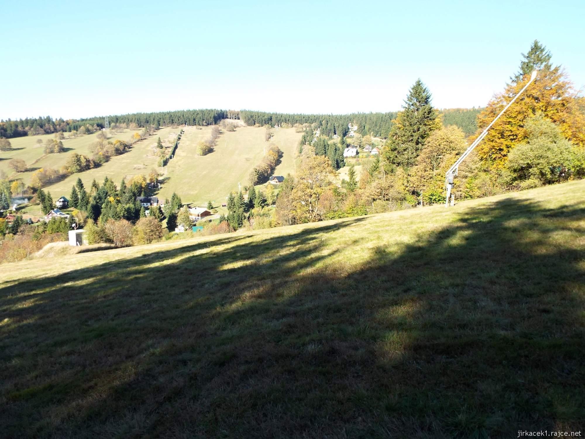 Čenkovice - sjezdovka Třebovská a na protějším kopci Jeřáb sjezdovky Čenkovická a Vigona
