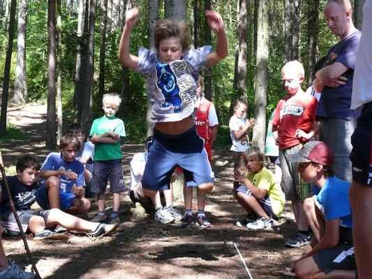 Skok do dálky - První disciplína olympiády, skáče Sam Kobranov