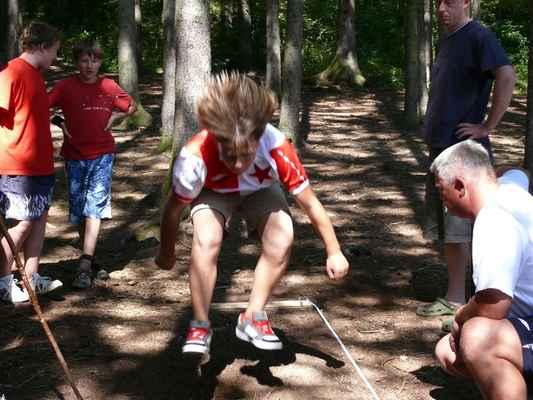 Skok do dálky - První disciplína olympiády, skáče Viktor Kábele
