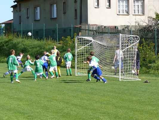 Přípravka v Bělčicích - Přátelský zápas přípravky v Bělčicích, který jsme vyhráli 8:3. Kopeme roh