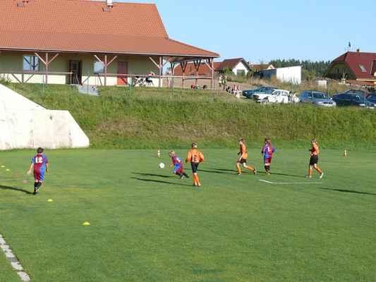 Žáci v Bělčicích - Přátelský zápas žáků v Bělčicích, který jsme prohráli 6:7. V akci Daniel Čech