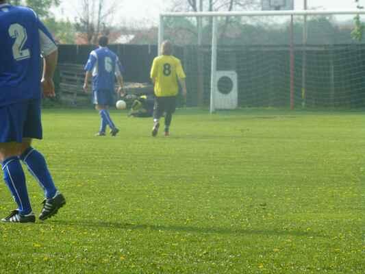 Mistrovský zápas A-týmu proti Veltrusům - 1:1, 04.05.2013