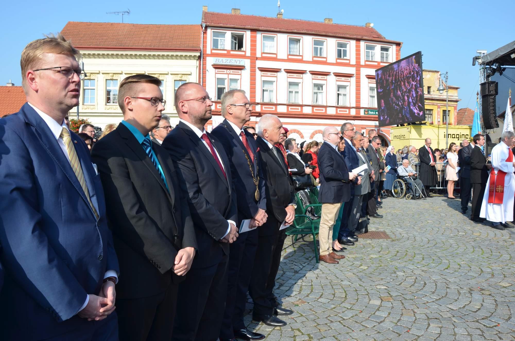 Duchovního programu se zúčastnili i někteří politici