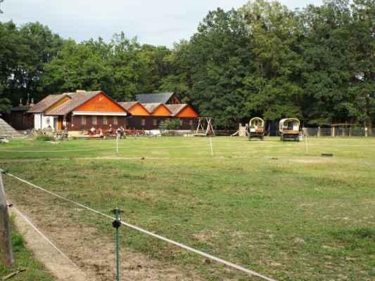 Horka nad Moravou - Lovecká chata - louka a pastvina před chatou