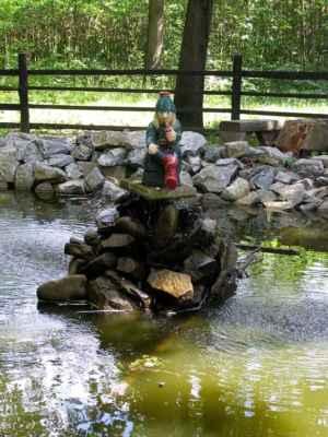 Horka nad Moravou - Lovecká chata - vodník u jezírka za chatou